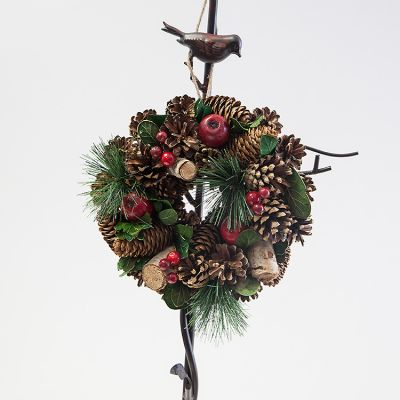 TRADITIONAL CHRISTMAS WREATH 23CM
