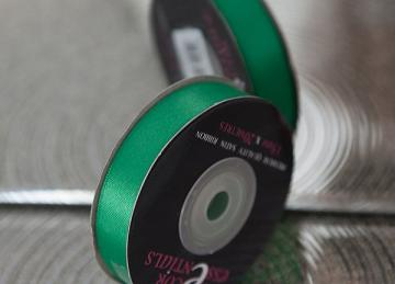 Decor Essential Satin Ribbon 15mm x 20m - Emerald Green